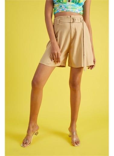 Z Giyim Kadın  Haki  Yüksek Bel Pileli Cepli Şort Bej